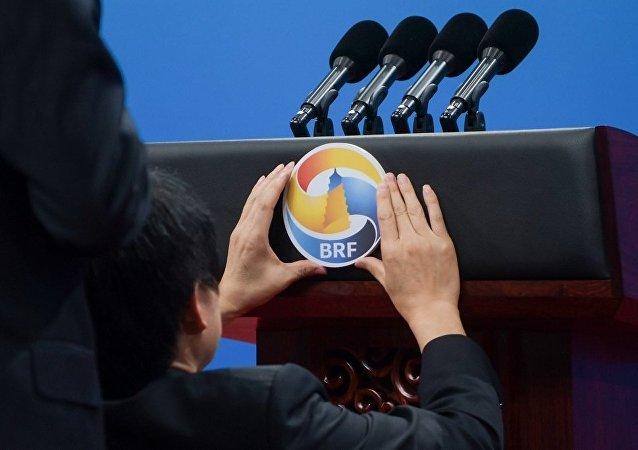 中國將堅定不移維護世界和平、促進共同發展