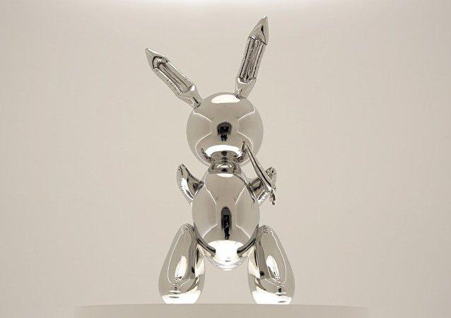 昆斯雕塑在美高價拍出 刷新在世藝術家作品紀錄