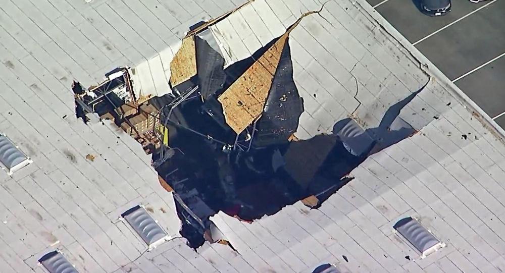 視頻錄下F-16戰鬥機在洛杉磯附近機庫墜落瞬間