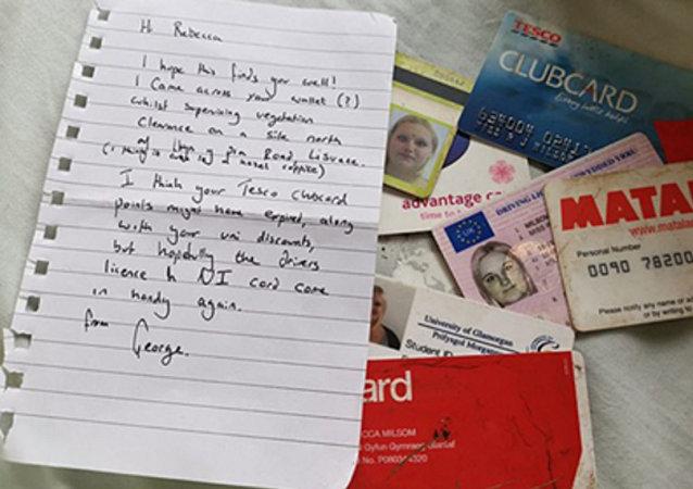 英國一男子撿到一女子十年前被盜錢包 寄還失主