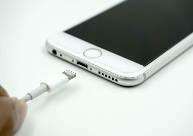 專家指出手機充電不當方式