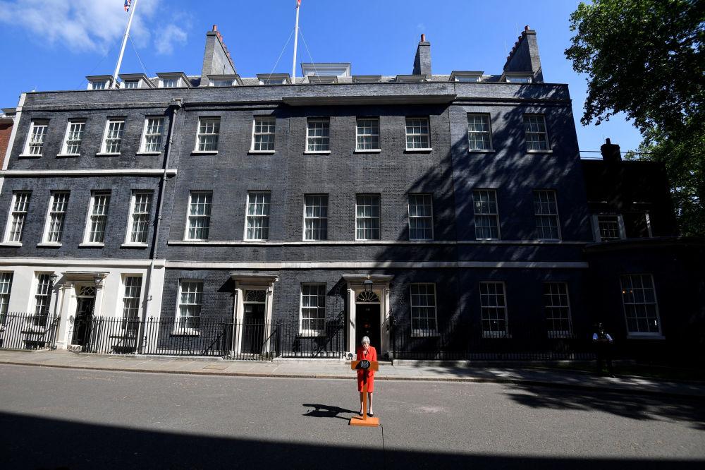 英國首相特雷莎·梅在倫敦發表辭職聲明。