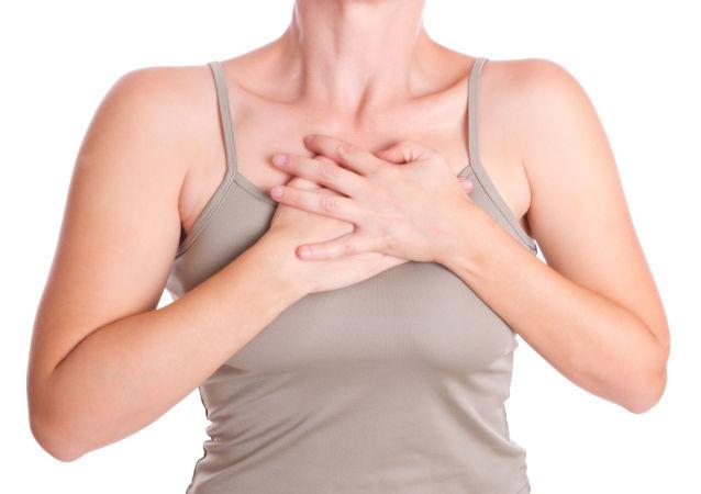 一女士穿緊身內衣16年 換來胸口一個洞