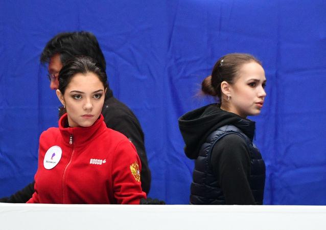 俄羅斯花滑運動員阿麗娜•扎基托娃和葉甫蓋尼婭•梅德韋傑娃