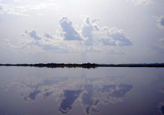 瑞士一名女足球運動員在湖中游泳失蹤
