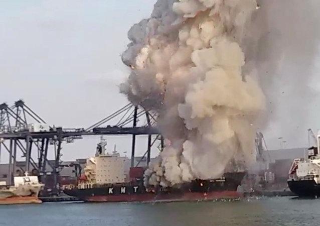 泰國港口25日爆炸事件原因為有毒化學品自燃