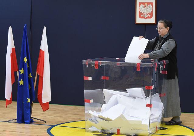 波蘭下院駁回上院否決 通過在大選中採用郵寄投票的法律
