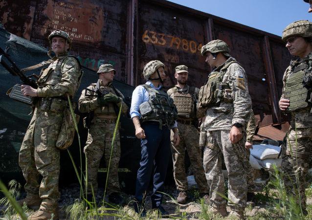 烏克蘭總統弗拉基米爾·澤連斯基訪問頓巴斯