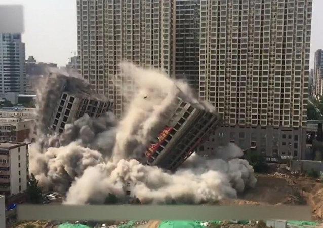 中國兩幢12層高的大樓15秒內轟然倒塌