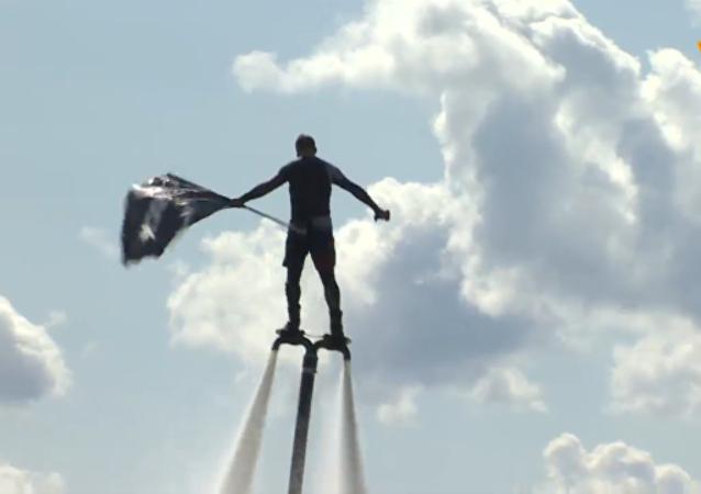 水上飛板愛好者嘗試在伏爾加河打破吉尼斯世界紀錄