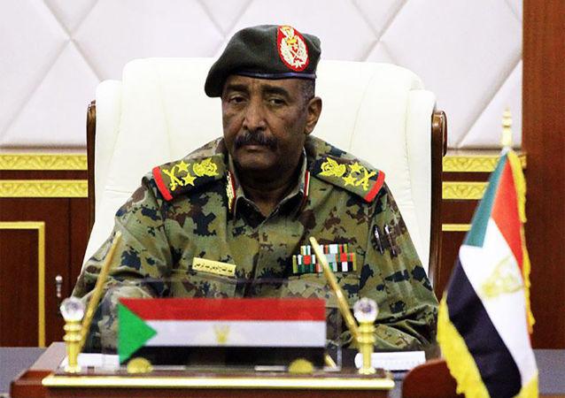 軍事委員會主席阿卜杜勒·法塔赫·阿卜杜勒拉赫曼·布爾漢