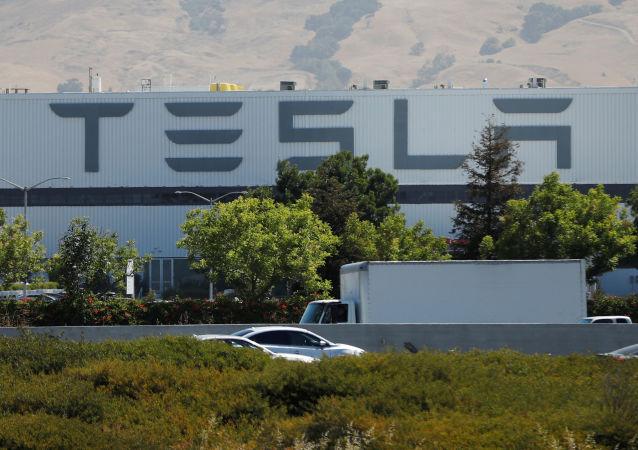 馬斯克宣佈特斯拉加州工廠恢復生產
