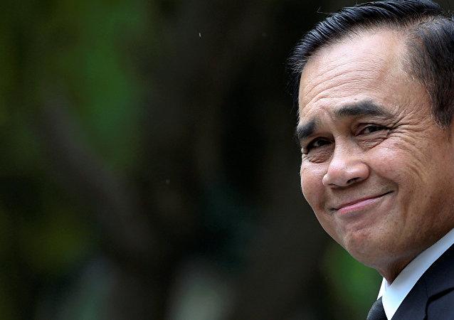 泰國總理向泰20位富豪求助