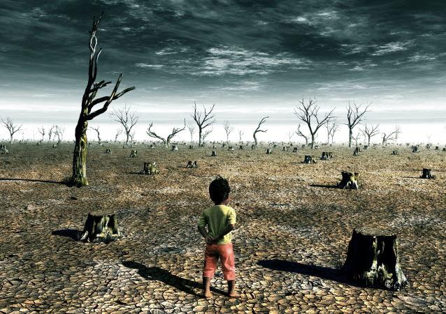 Ребенок посреди выжженной пустыни