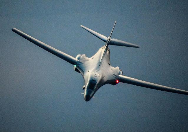 B-1B 「槍騎兵」超音速轟炸機