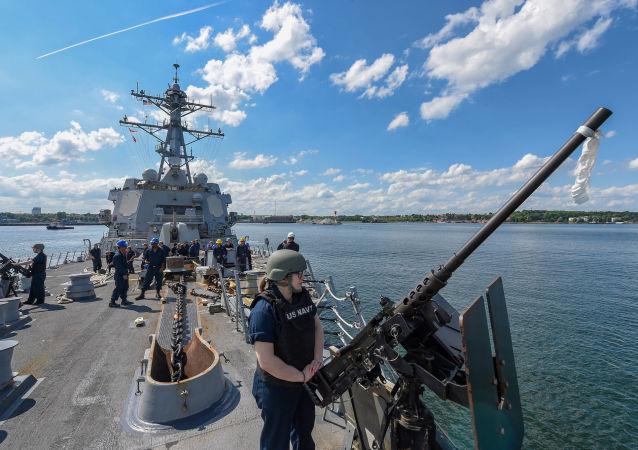Военные НАТО на миноносце USS Gravely во время учений Baltops 2019 в Балтийском море