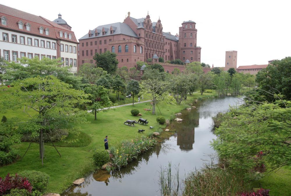 研究中心大樓好似著名的城堡和景點