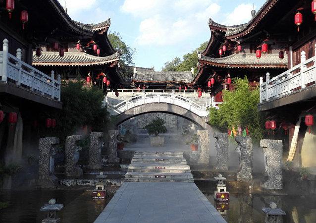 термальные  источники придают дополнительное очарование древнему Ланчжуну 閬中,