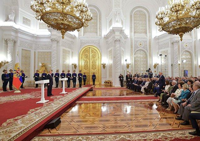 普京在克里姆林宮舉行的頒獎儀式上