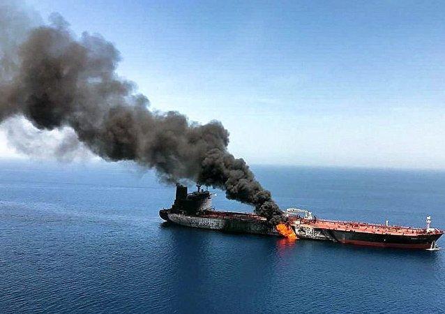油輪在阿曼灣遭到攻擊