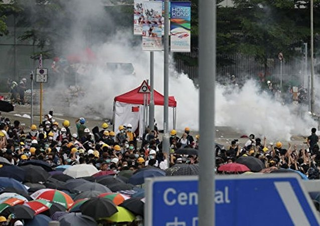 香港抗議者從市區主要道路撤離