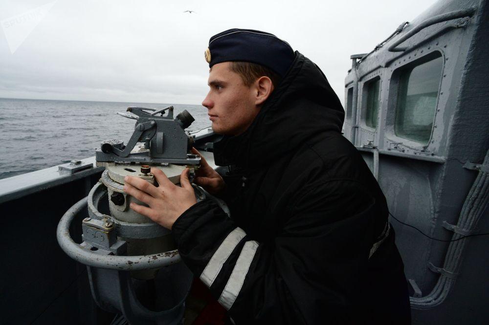 俄羅斯海員在「Sareks-2019」海上搜救演習中