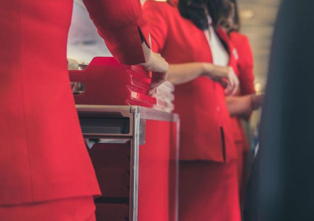 空姐介紹不能隨身攜帶登機的食品