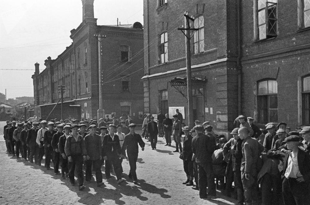 莫斯科動員期間的新兵,1941年6月23日。