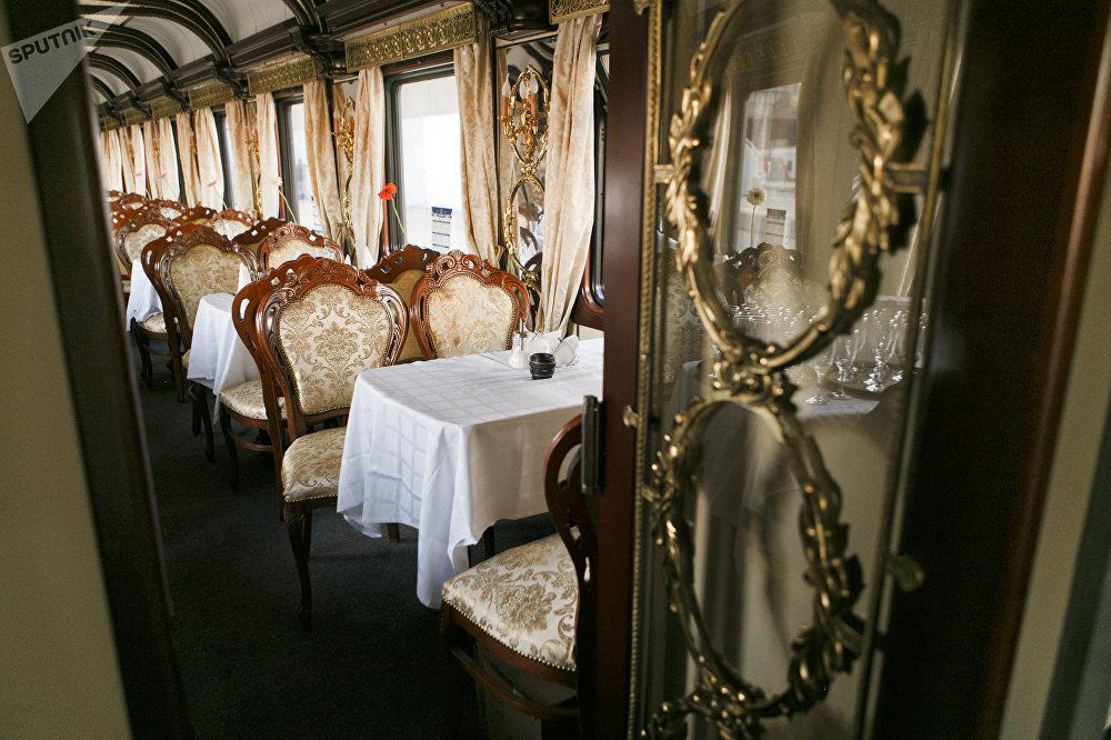 此次旅行的費用為6100歐元(舒適車廂)至10800歐元(VIP車廂)/人不等