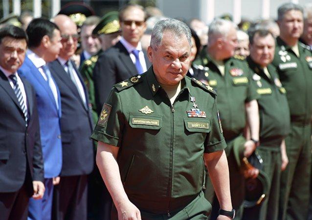 俄防長在「軍隊-2020」論壇開幕前視察新型航空裝備
