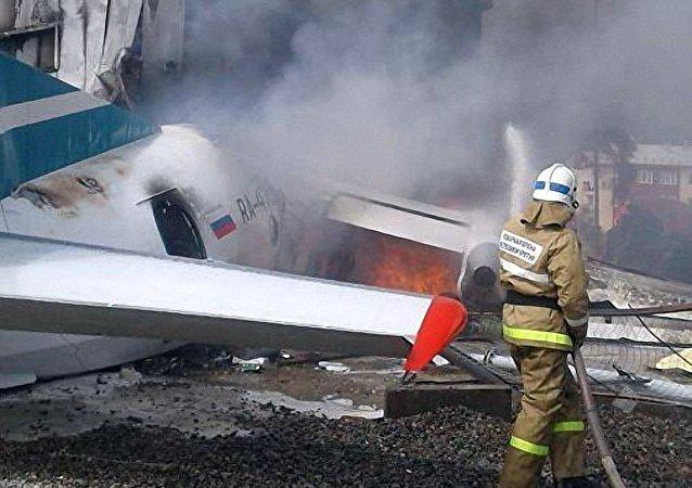 俄一架安-24飛機緊急迫降致2死7傷