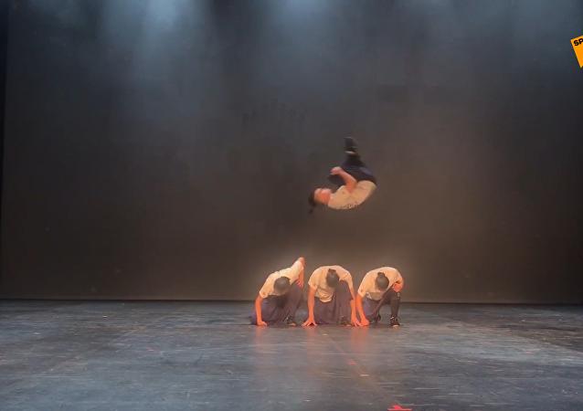 成家班·龍韻武藝團「功夫芭蕾」在莫斯科排練演出