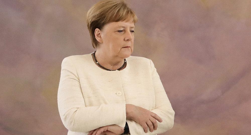 默克爾在柏林出席儀式時再次出現身體顫抖現象
