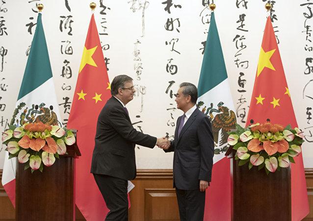 墨西哥外長埃布拉德7月2日在同中國國務委員兼外長王毅舉行會談