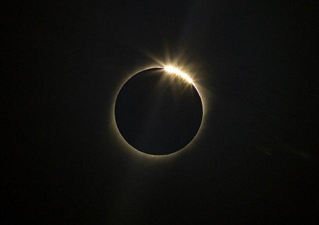阿根廷人在海拔1萬米高度遇見日全食