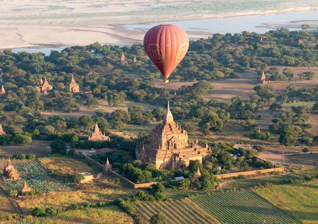 緬甸蒲甘古城上空的氣球