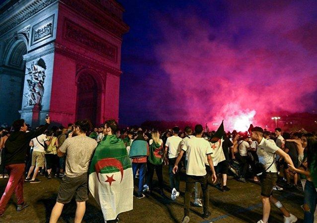 阿爾及利亞在非洲國家杯上獲勝後約200人在法國被抓