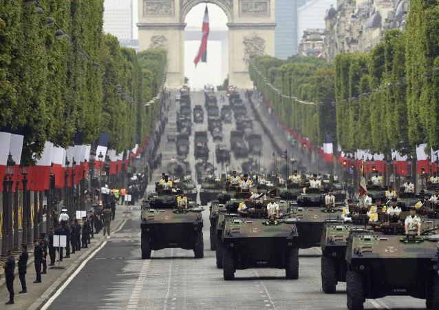 在巴黎巴士底日閱兵