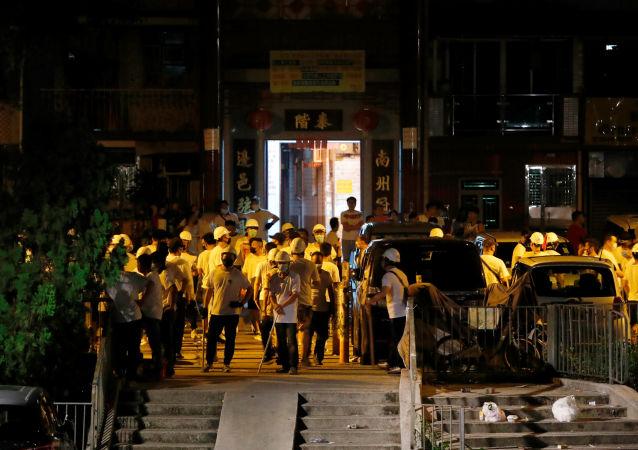 香港警方使用催淚瓦斯驅散抗議者