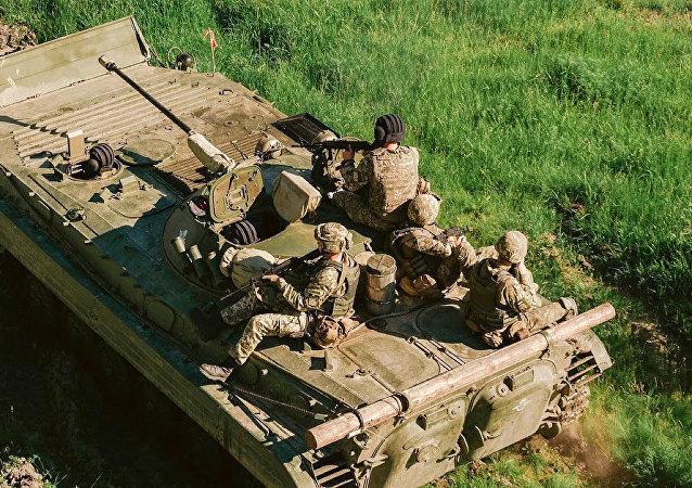 北約教官眼巴巴地看著烏克蘭士兵淹死