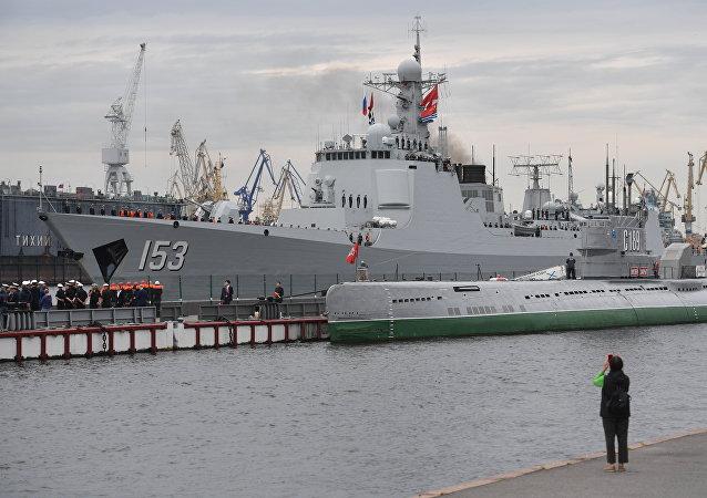 中國西安艦抵達聖彼得堡參加俄海軍節閱兵式