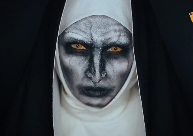 俄羅斯女化妝師巧手上演「換臉術」