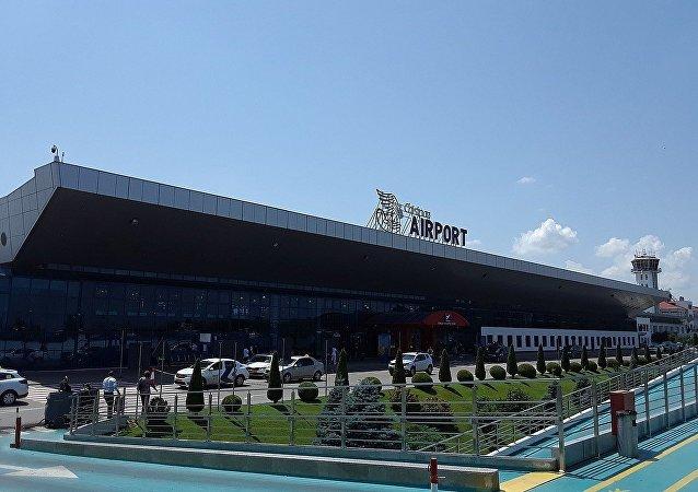 基希訥烏國際機場
