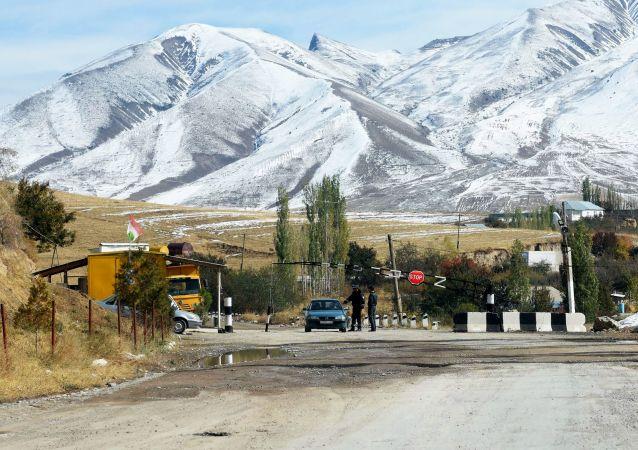 吉爾吉斯斯坦總統:吉塔邊境局勢已穩定