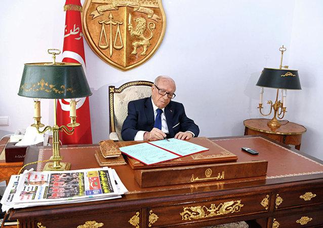 中方對突尼斯總統埃塞卜西不幸逝世表示沈痛和深切哀悼