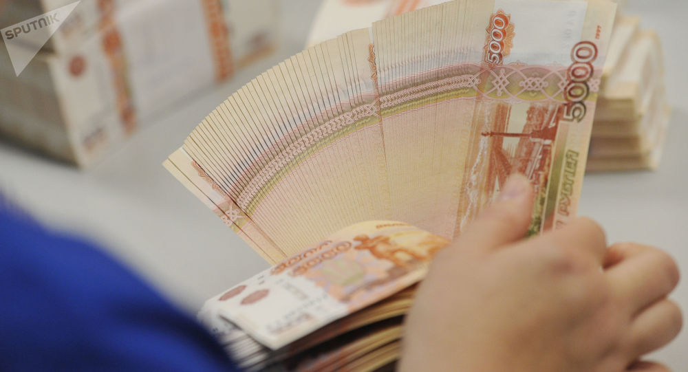 俄女子將現鈔放在微波爐消毒毀掉6.5萬盧布