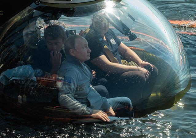 普京乘深潛器下海考察波羅的海海底二戰沈船