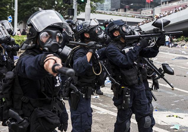 將警隊和廣大市民放在對立面對香港完全沒有好處