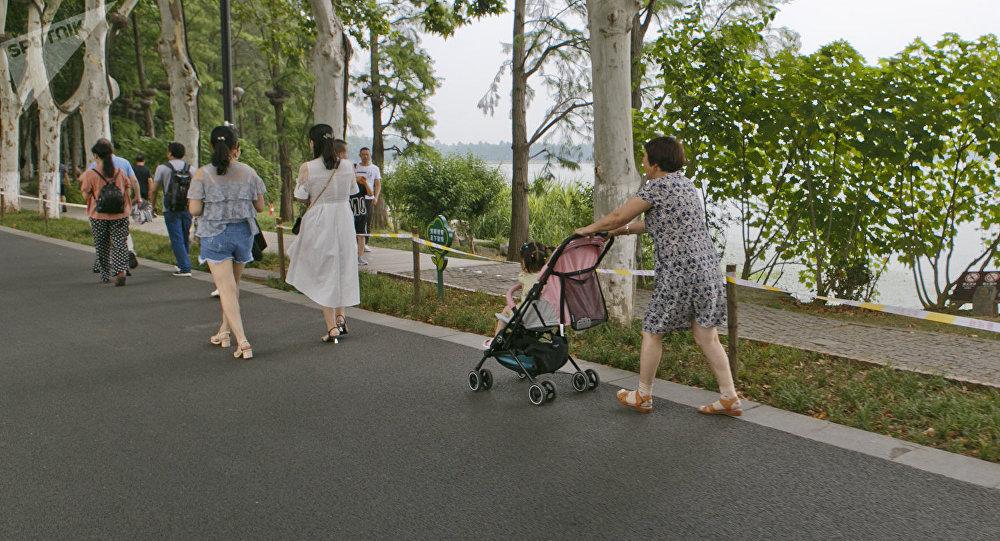 又當媽又工作:韓國學者介紹如何提高生育率