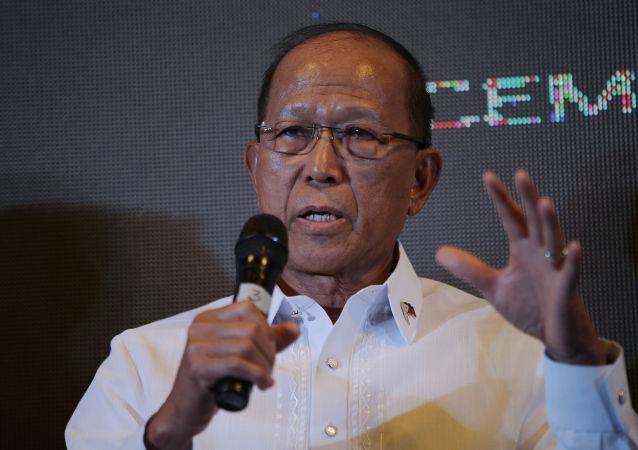 菲律賓國防部長德爾芬·洛倫扎納